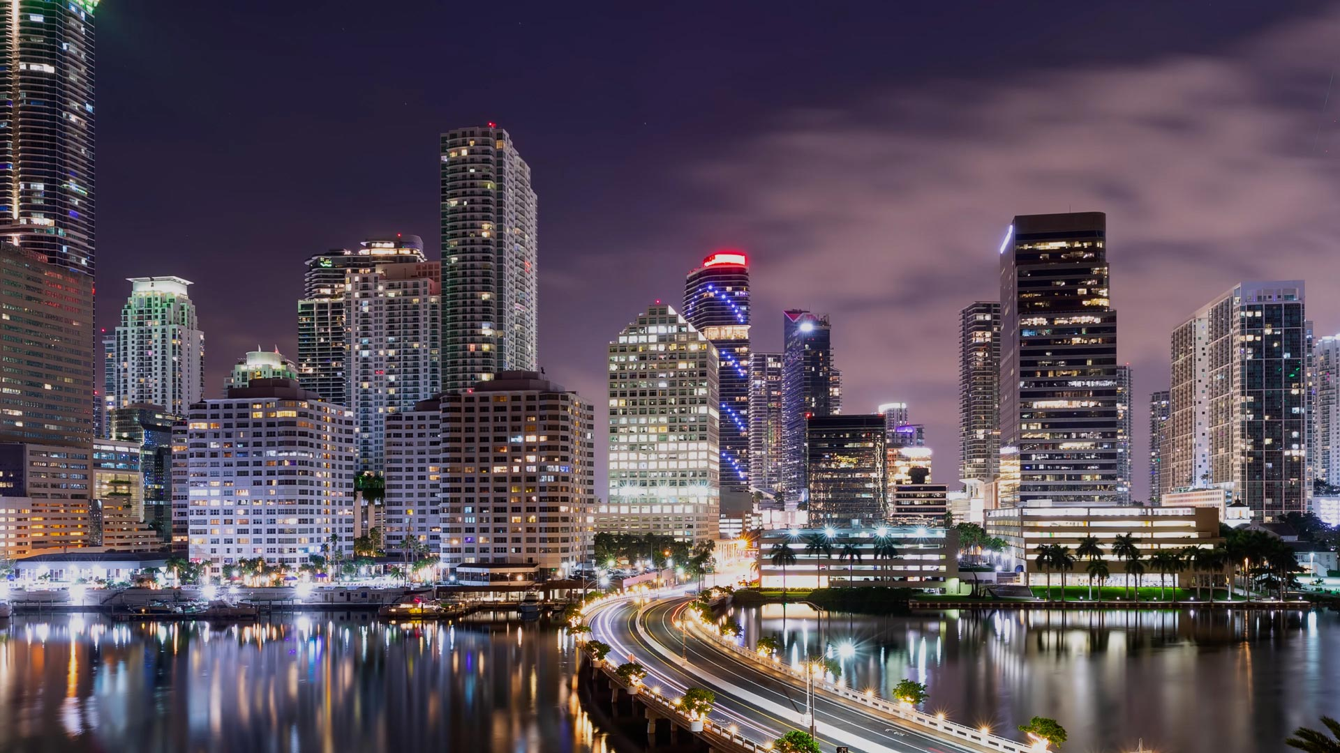 n44ight time lapse of the skyline of miami florida VVXAYU8 1.00 00 00 00.Still002